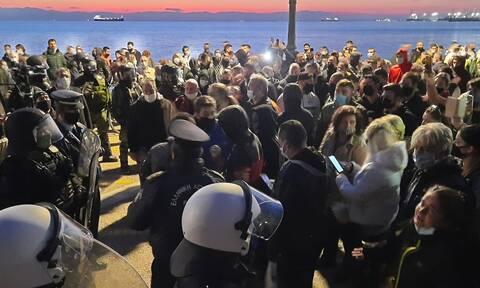 Lockdown: Επεισόδια στη Θεσσαλονίκη - Ξύλο μεταξύ αστυνομικών και αρνητών της μάσκας