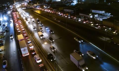 Παραμονή lockdown όπως... παραμονή Χριστουγέννων: Το απόλυτο χάος σε δρόμους, καταστήματα, διόδια