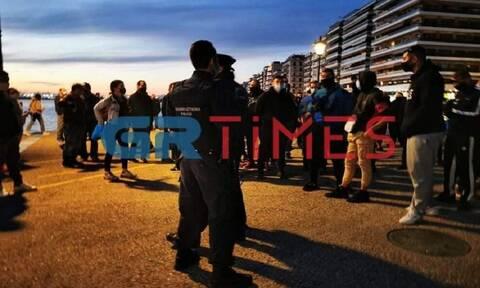 Θεσσαλονίκη: Μία σύλληψη για τα χθεσινά επεισόδια στον Λευκό Πύργο -Τραυματίστηκαν αστυνομικοί