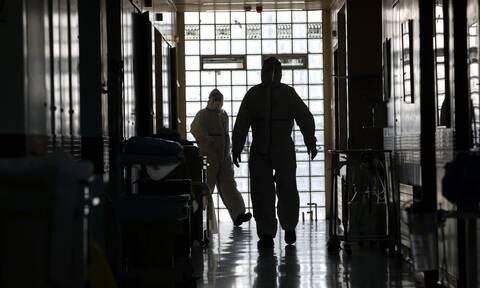 Κορονοϊός: 300 μόνιμοι γιατροί στις ΜΕΘ από αύριο με εντολή Κικίλια