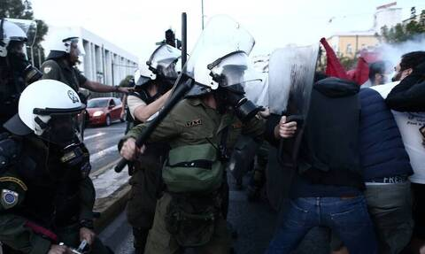 Κορονοϊός: «Έπεσαν» συλλήψεις και πρόστιμα σε συγκέντρωση στο Σύνταγμα