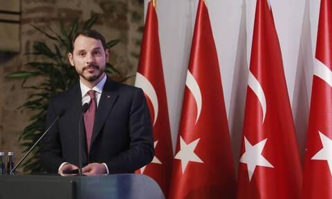 Τουρκία: Το μυστήριο με την παραίτηση του υπουργού Οικονομικών και γαμπρού του Ερντογάν