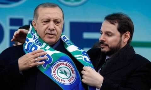 Τουρκία: Προσπαθούν να πείσουν τον Αλμπαϊράκ να μην παραιτηθεί