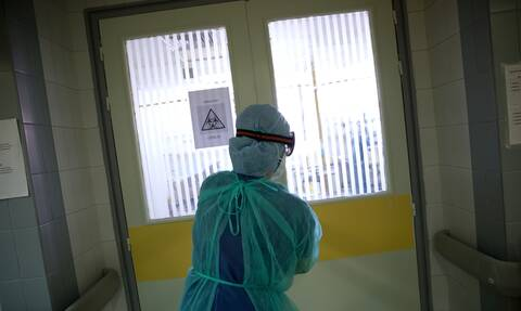 Κορονοϊός: Συγκλονιστική φωτογραφία μέσα από τη ΜΕΘ νοσοκομείου της Αθήνας