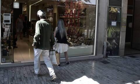 Ενδιάμεσες εκπτώσεις: Ο Εμπορικός Σύλλογος Αθηνών ζητά την κατάργησή τους