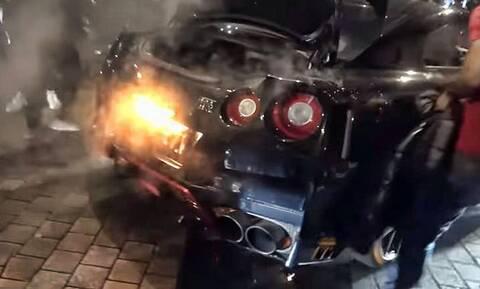 Φιγουρατζής οδηγός λαμπαδιάζει το ίδιο το Nissan GT-R του