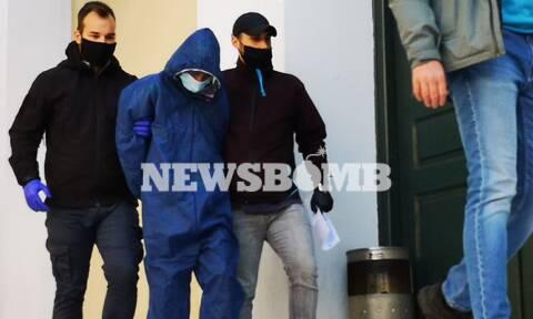 Ρεπορτάζ Newsbomb.gr - Έγκλημα στην Αγία Βαρβάρα: Ενώπιον του Εισαγγελέα ο 17χρονος δολοφόνος