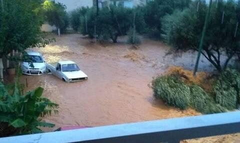 Κακοκαιρία Κρήτη: Επιχείρηση της ΕΜΑΚ στις Γούρνες - Αυτοκίνητο παρασύρθηκε προς τη θάλασσα
