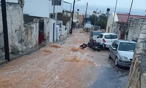 Κακοκαιρία Κρήτη: Εικόνες βιβλικής καταστροφής – Αυτοκίνητα στην θάλασσα και χωριά θαμμένα στη λάσπη