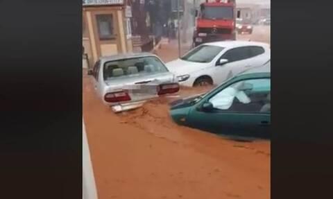 Κρήτη: Άνθρωποι γαντζώθηκαν σε κολώνες – Ορμητικά νερά παρέσυραν αυτοκίνητα