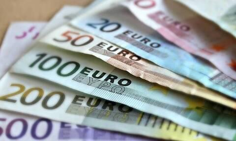 Επίδομα 800 ευρώ - Δώρο Χριστουγέννων: Πότε μπαίνουν τα λεφτά – «Κλείδωσαν» οι ημερομηνίες πληρωμής
