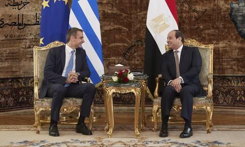 Μπαράζ διπλωματικών επαφών από την Αθήνα: Τι φέρνει ο Σίσι, πώς στριμώχνεται ο Ερντογάν