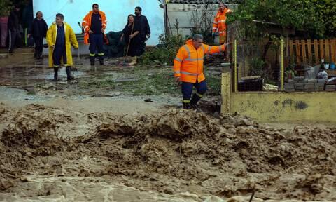 Κακοκαιρία Κρήτη: Απίστευτες περιγραφές - Βρέφος «φυγαδεύτηκε» σε καλάθι για να γλιτώσει από τα νερά