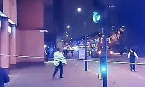 Συναγερμός στο Λονδίνο: Αυτοκίνητο «μπούκαρε» σε αστυνομικό τμήμα