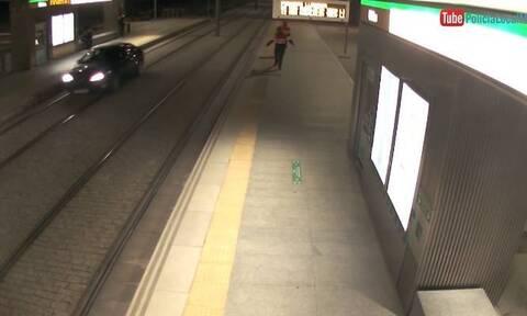 Απίστευτο αλλά αληθινό: Μεθυσμένη οδηγεί πάνω σε ράγες τρένου! (video)