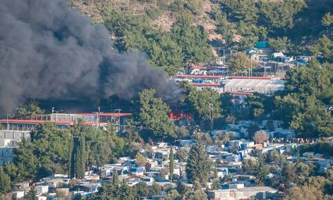 Φωτιά στο ΚΥΤ της Σάμου: Συγκλονιστικό βίντεο μέσα από τον καταυλισμό
