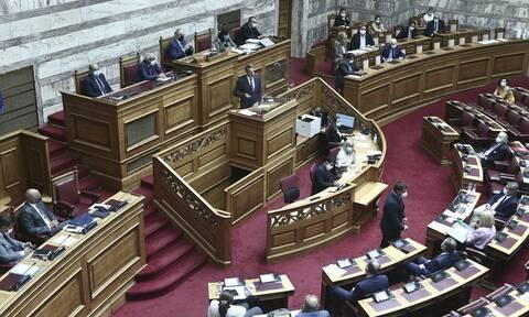Βουλή: Σύγκρουση κυβέρνησης - αντιπολίτευσης για τη διαχείριση της υγειονομικής κρίσης