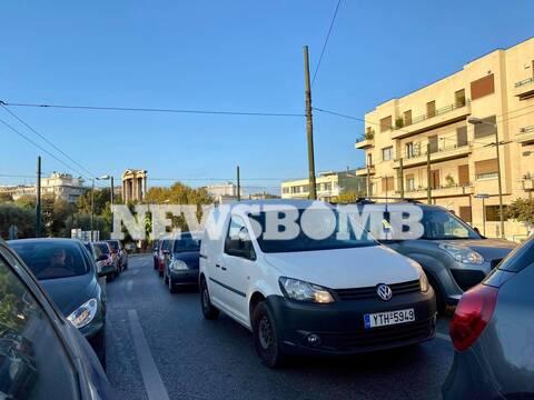 Lockdown: Ποια καραντίνα; Αυξημένη κίνηση και σήμερα στους δρόμους της Αθήνας