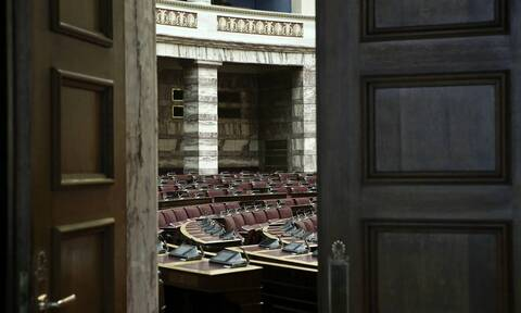 LIVE BLOG - Βουλή: Σύγκρουση κυβέρνησης - αντιπολίτευσης για κορονοϊό και lockdown