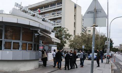 Κορονοϊός – Θεσσαλονίκη: Απίστευτες εικόνες - Τεράστιες ουρές ασθενών για τεστ
