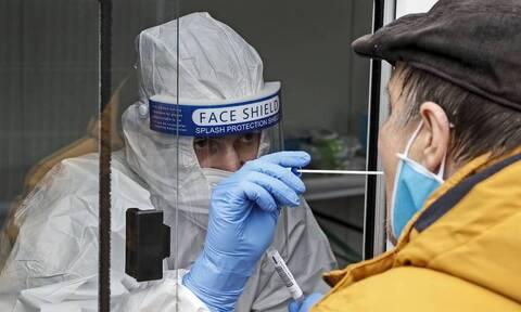 Κορoνοϊός - ΠΟΥ: «Ο ιός δεν έχει κουραστεί»