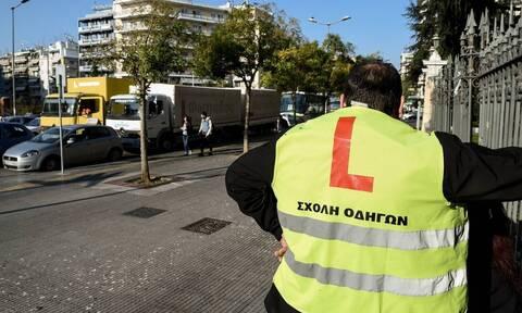 Δίπλωμα οδήγησης: Εξετάζεται διεύρυνση του ωραρίου στις θεωρητικές εξετάσεις λόγω πολλών υποψηφίων