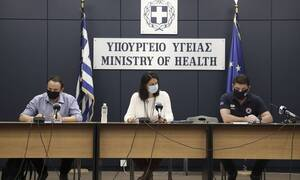 Министр образования Греции объявила о закрытии школ в связи с ухудшением ситуации по COVID-19