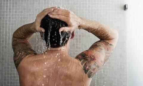 Έτσι θα λούζεσαι χωρίς να καταστρέφεις τα μαλλιά σου