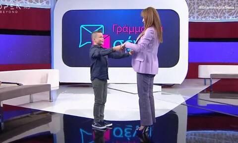 Βίκυ Χατζηβασιλείου: Χορεύει ρούμπα μαζί με τον 10χρονο Φάνη (Video)