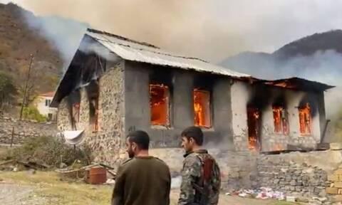 Ναγκόρνο - Καραμπάχ: Αρμένιοι καίνε τα σπίτια τους για να μην πέσουν σε τουρκικά χέρια