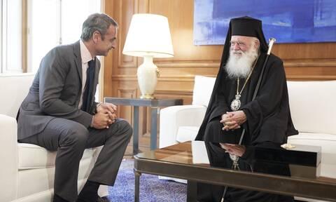 Μητσοτάκης προς Ιερώνυμο: Να τηρήσουμε τα μέτρα και να κάνουμε Χριστούγεννα με ανοιχτές Εκκλησίες