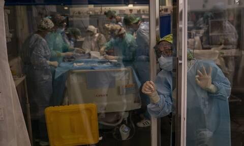 Κορονοϊός - Ισπανία: Οι γιατροί ζητούν την παραίτηση του κορυφαίου επιδημιολόγου της κυβέρνησης