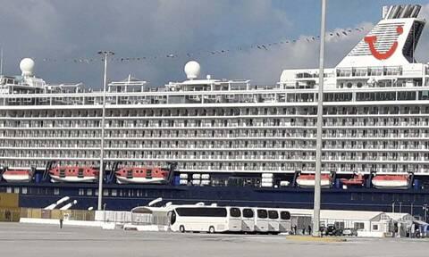 Κορονοϊός - Ηράκλειο: Κρουαζιερόπλοιο γεμάτο επιβάτες έδεσε στο λιμάνι εν μέσω lockdown