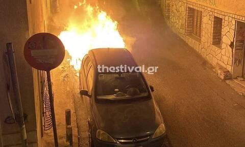 Θεσσαλονίκη: Σταθμευμένο αυτοκίνητο τυλίχθηκε στις φλόγες