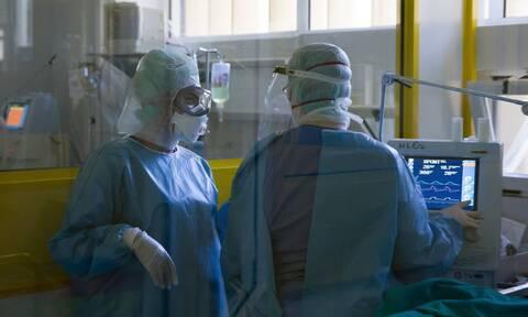 Κορονοϊός: Ανατριχιαστική δημοσίευση ακτινογραφιών από γιατρό - Δείτε τι προκάλεσε ο ιός σε ασθενείς