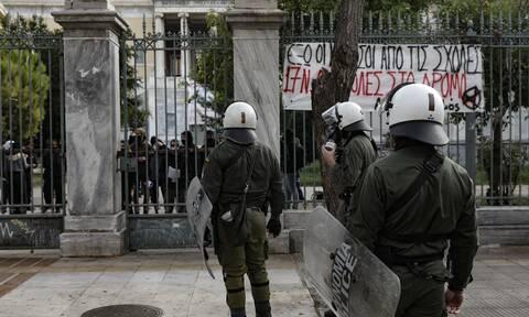 Επέτειος εξέγερσης Πολυτεχνείου: Τρεις λαλούν και δυό χορεύουν