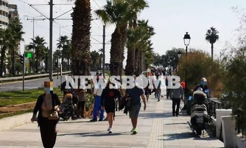 Lockdown: Βόλτες στη λιακάδα οι Αθηναίοι - Δείτε τι γίνεται στην παραλιακή