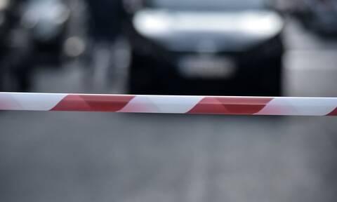 Γιατί οι αστυνομικοί αγγίζουν το αυτοκίνητο όταν σε σταματούν για έλεγχο