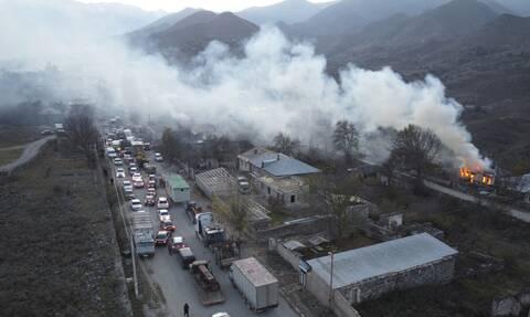 Νέα γενοκτονία των Αρμενίων: Καίνε τα σπίτια τους για να μην τα πάρουν Αζέροι και Τούρκοι
