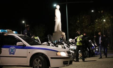 Θεσσαλονίκη: Ένταση και προσαγωγές - Νεαροί σήκωσαν πανό στο Άγαλμα του Μεγάλου Αλεξάνδρου