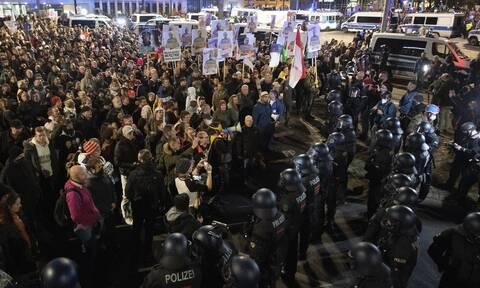 Κορονοϊός: Οι κυβερνήσεις προειδοποιούν ότι η χαλάρωση των μέτρων θα αργήσει