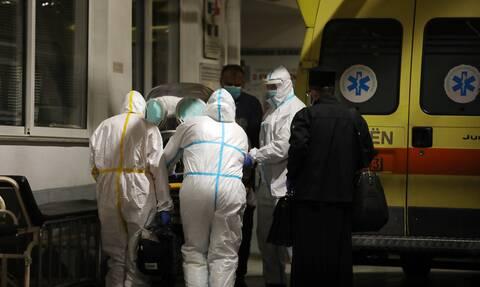 Κορονοϊός: Το ΕΣΥ στα όριά του – Εκπαιδεύουν όλους τους γιατρούς για την αντιμετώπιση της πανδημίας