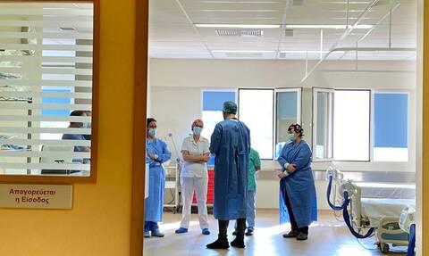 Κορονοϊός - Έλληνας γιατρός συγκλονίζει: Η κατάσταση έχει ξεφύγει και θα γίνει ακόμα χειρότερη