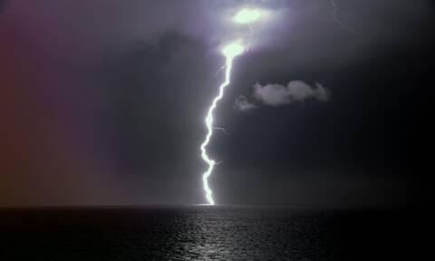 Καιρός: Καταφθάνει ο «Ωμέγα» εμποδιστής - Πού έρχονται βροχές και καταιγίδες την Τρίτη