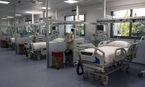 Κορονοϊός: «Στενάζει» το σύστημα υγείας – Θύματα πλέον και γιατροί, νοσηλευτές κι εργαζόμενοι