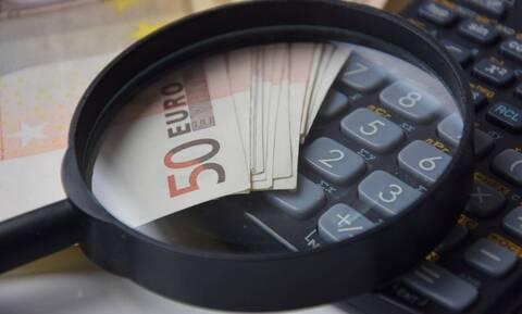 Καταγγελία-σοκ: Παράνομες δεσμεύσεις τραπεζικών λογαριασμών που είναι ακατάσχετοι!
