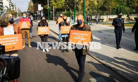 Στο Πολυτεχνείο με βουλευτές του ΜέΡΑ25 ο Γιάνης Βαρουφάκης: «Είμαστε εδώ για όσους υποφέρουν»