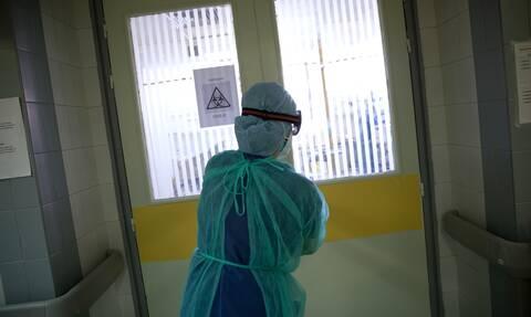 Κορονοϊός: «Καζάνι που βράζει» το σύστημα Υγείας - Δραματική η αύξηση νεκρών και διασωληνωμένων