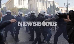 В Афинах шествие по случаю Политехнио закончились беспорядками и столкновениями с полицией