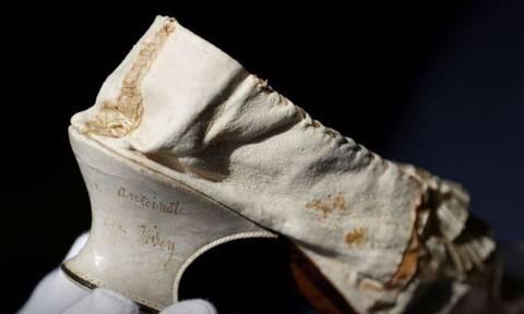Το γοβάκι της Μαρίας Αντουανέτας πωλήθηκε αδρά στο Παρίσι